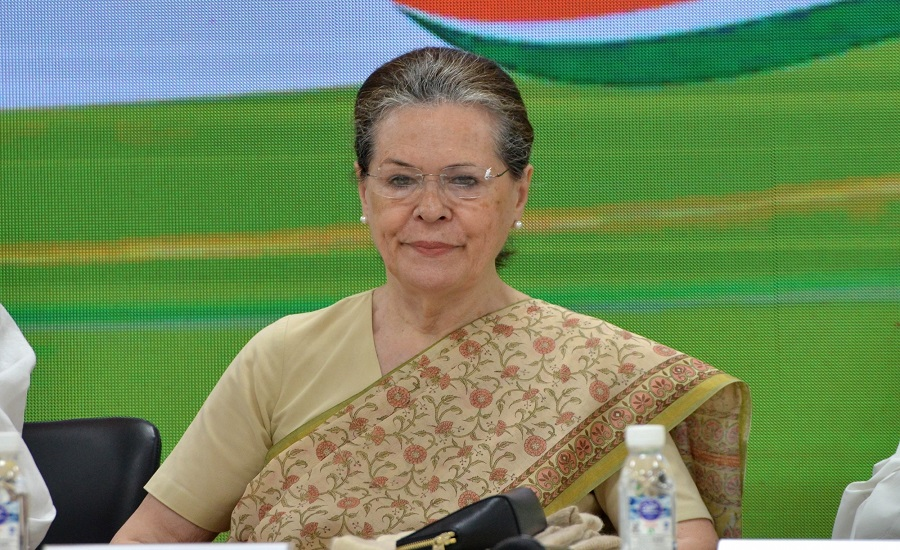 Sonia Gandhi meets Congress top brass on Maharashtra government formation