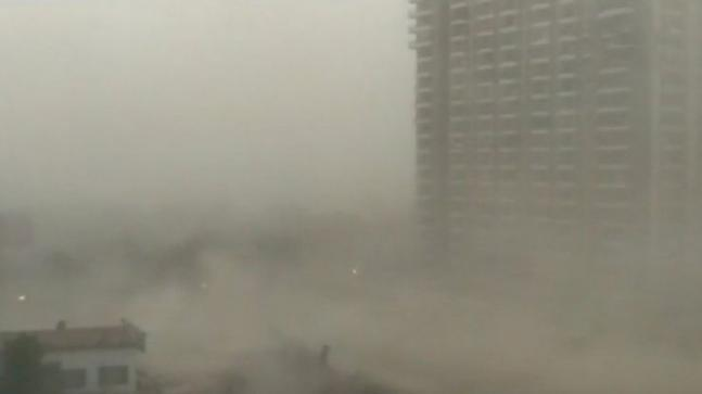 Man killed and 13 injured in dust storm in Delhi
