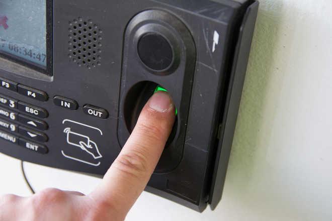biometricattendencetocontinuetobesuspendedduringlockdown40:govt