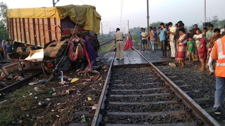 Two coaches of Rajdhani Express derails in Madhya Pradesh