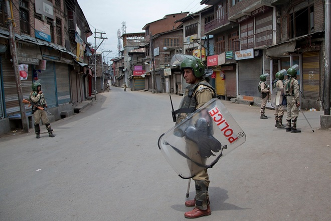 Curfew continues in Jammu city on 6th day