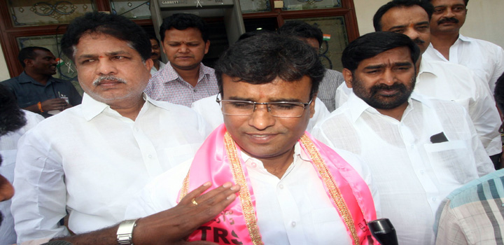 TDP MLA K P Vivekananda joins TRS party