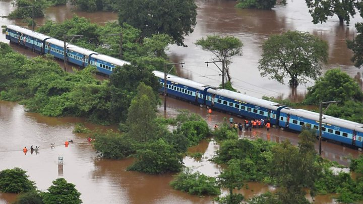 Mumbai: rescued hundreds of people from the Mahalaxmi Express.