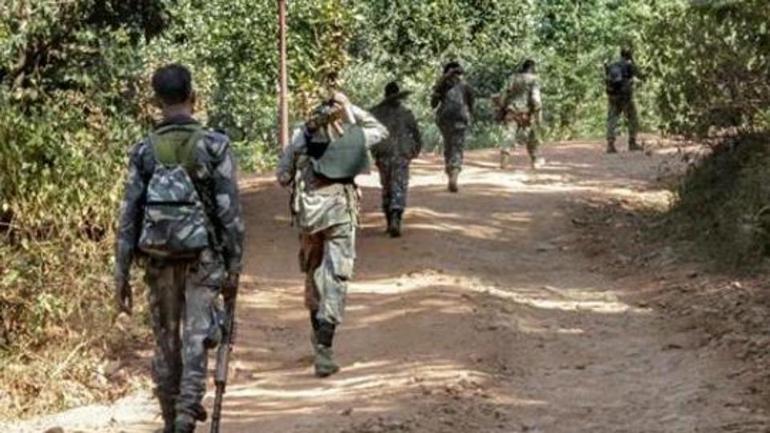 Maoists kill two policemen in Jharkhand