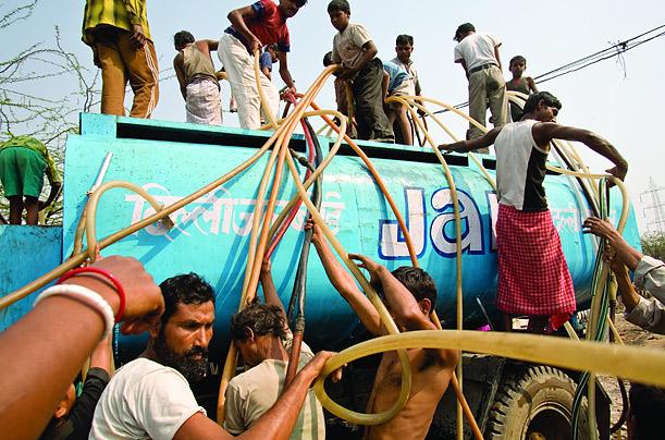 watercrisisloomsoverdelhievenaspowerneedpeaks