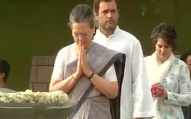 Sonia, Rahul pay tribute to ex-PM Rajeev Gandhi on his death anniversary