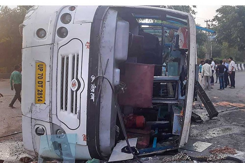 Bus overturns in Amethi, 25 passengers injured
