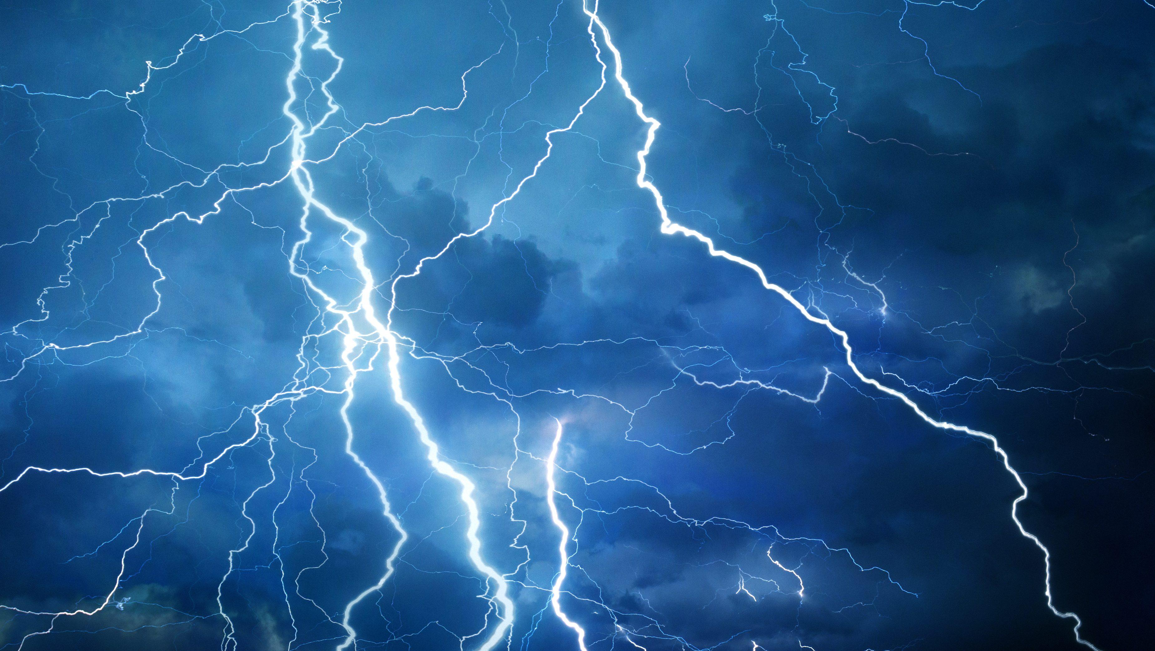thunderstormsaccompaniedbylightningandrainlashvariousdistrictsofmaharashtra