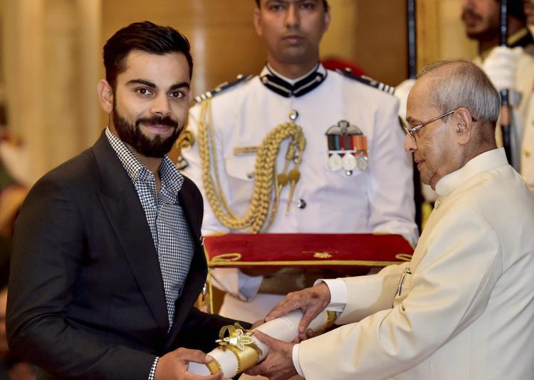 padmashriviratkohlifelicitatedbypresidentpranabmukherjee