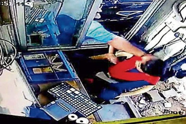 Police arrests gym owner for thrashing woman toll collector in Gurgaon