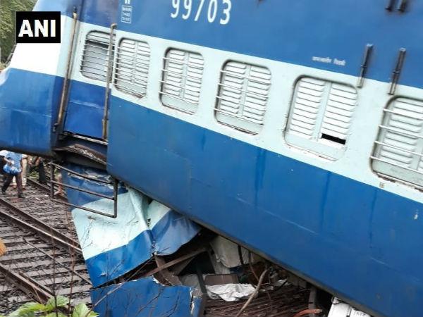 Coach of Madurai Express derails at Khandala,Maharashtra