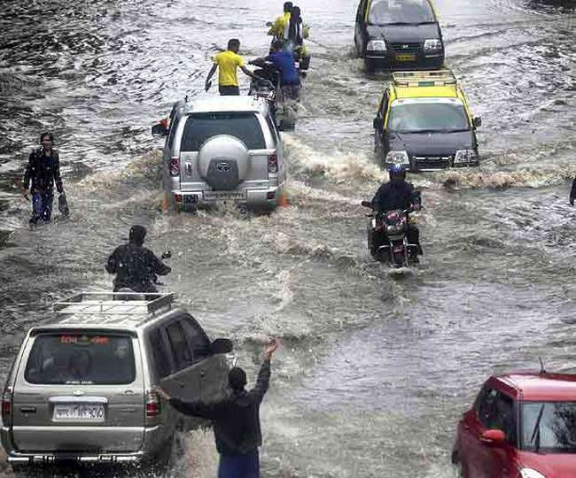 Intermittent heavy rains hit parts of Mumbai