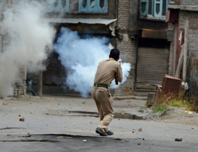 One policeman killed in Kashmir