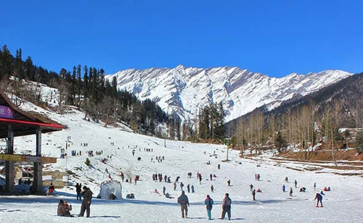 Intense cold wave freezes Himachal Pradesh