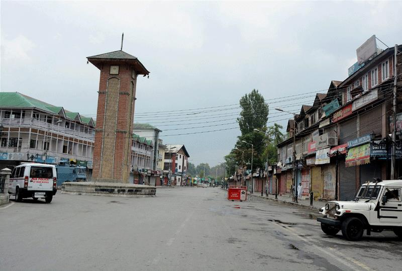 Kashmir shuts down: Shops, business establishments closed for third consecutive day