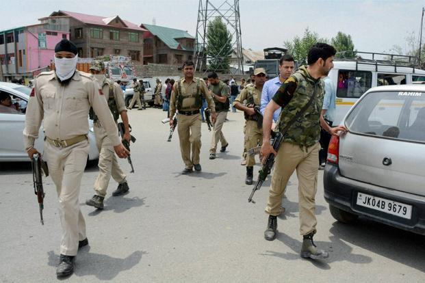Militants attack security pesonnel in J&K