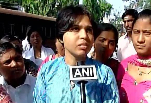 Trupti Desai set to enter Haji Ali Dargah