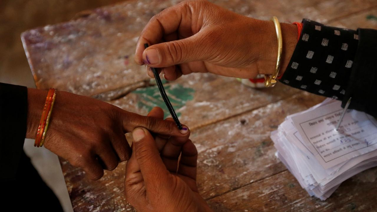 LS polls: Congress complains to EC about faulty EVMs in Maharashtra
