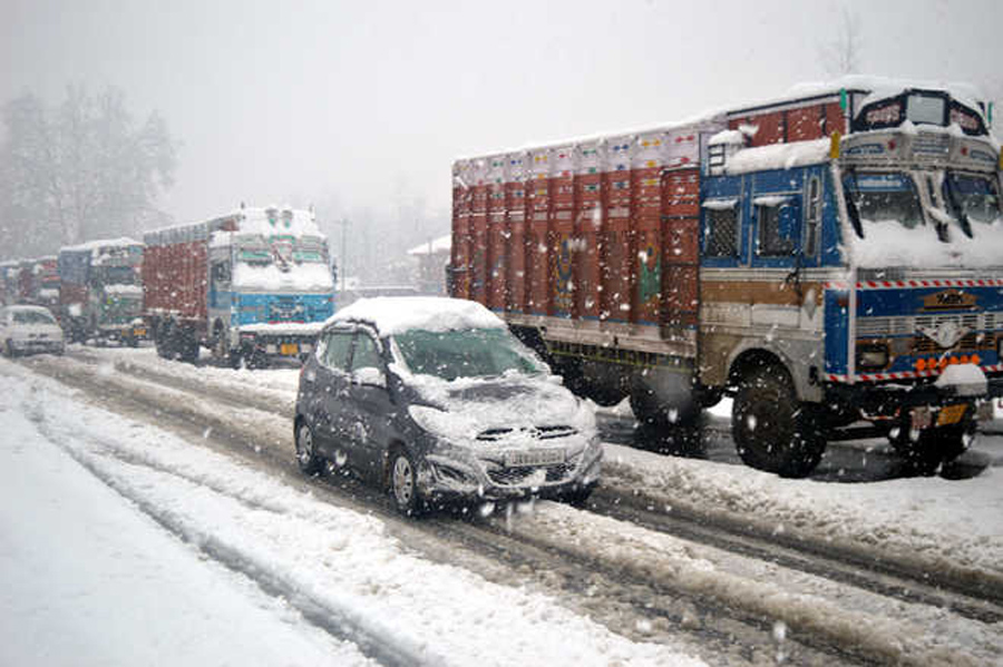 Srinagar-Jammu National Highway closed after snow avalanche