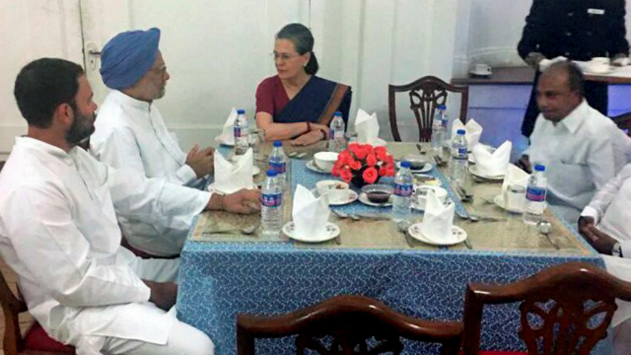 Sonia Gandhi hosts dinner for Congress MPs