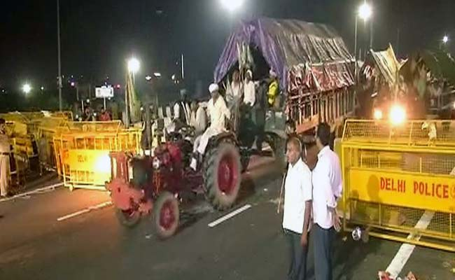 Agitating farmers call off their protest at Kisan Ghat in Delhi