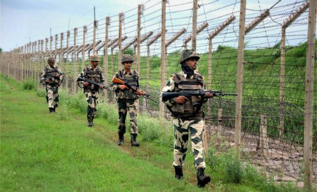 Pakistani troops fire at border posts along LoC in Poonch district