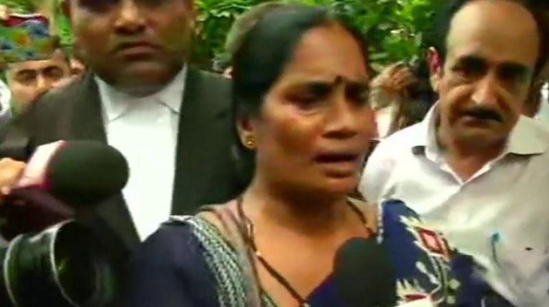 Give justice to Nirbhaya, hang her rapists: mother Asha Devi
