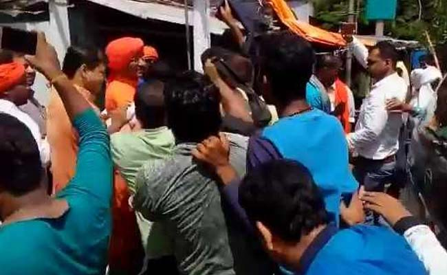 Activist Swami Agnivesh attacked allegedly by BJP workers in Jharkhand