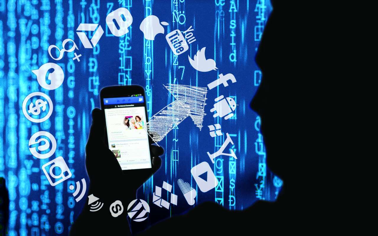 SC to hear all HC pending cases on linking Aadhaar with social media
