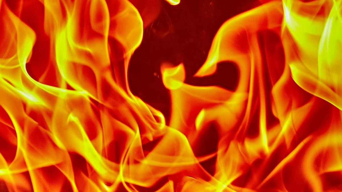 Major fire breaks out at shopping plaza in Mumbai, no casualties