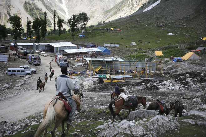 14th batch of 5,210 pilgrims leave Jammu for Amarnath