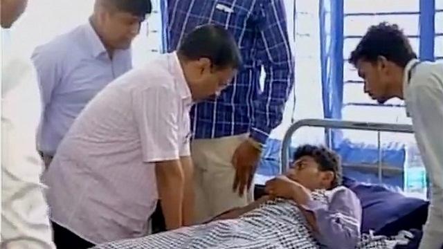 Kejriwal meets victims in Gujarat
