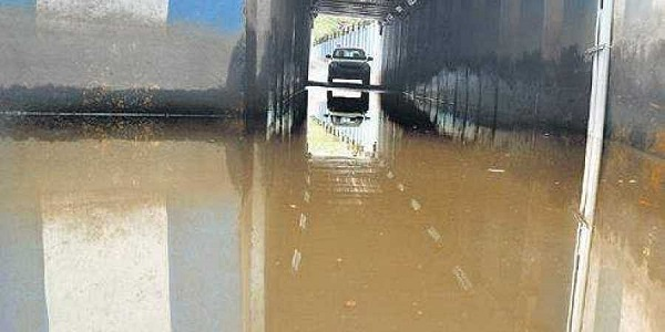 Doctor drowns after her car gets stuck in water-filled subway in Pudukkottai Tamil Nadu.