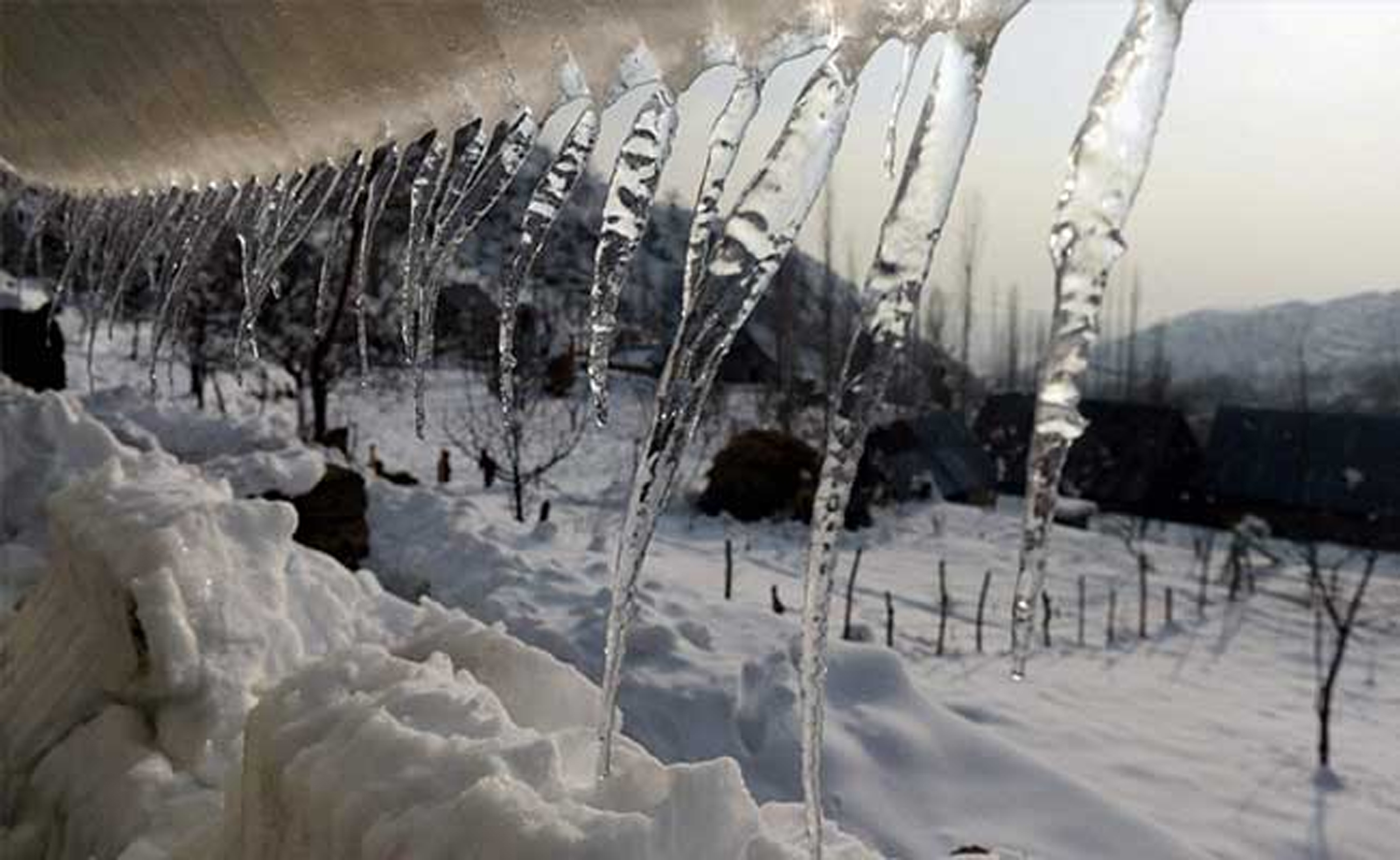 Mercury falls below freezing point across Kashmir Valley