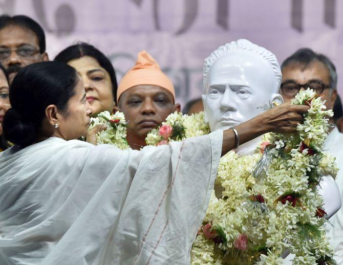 West Bengal CM installs new bust of social reformer Ishwar Chandra Vidyasagar