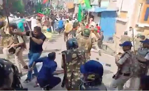 madhya-pradesh-police-lathi-charge-at-eid-milad-un-nabi-procession-
