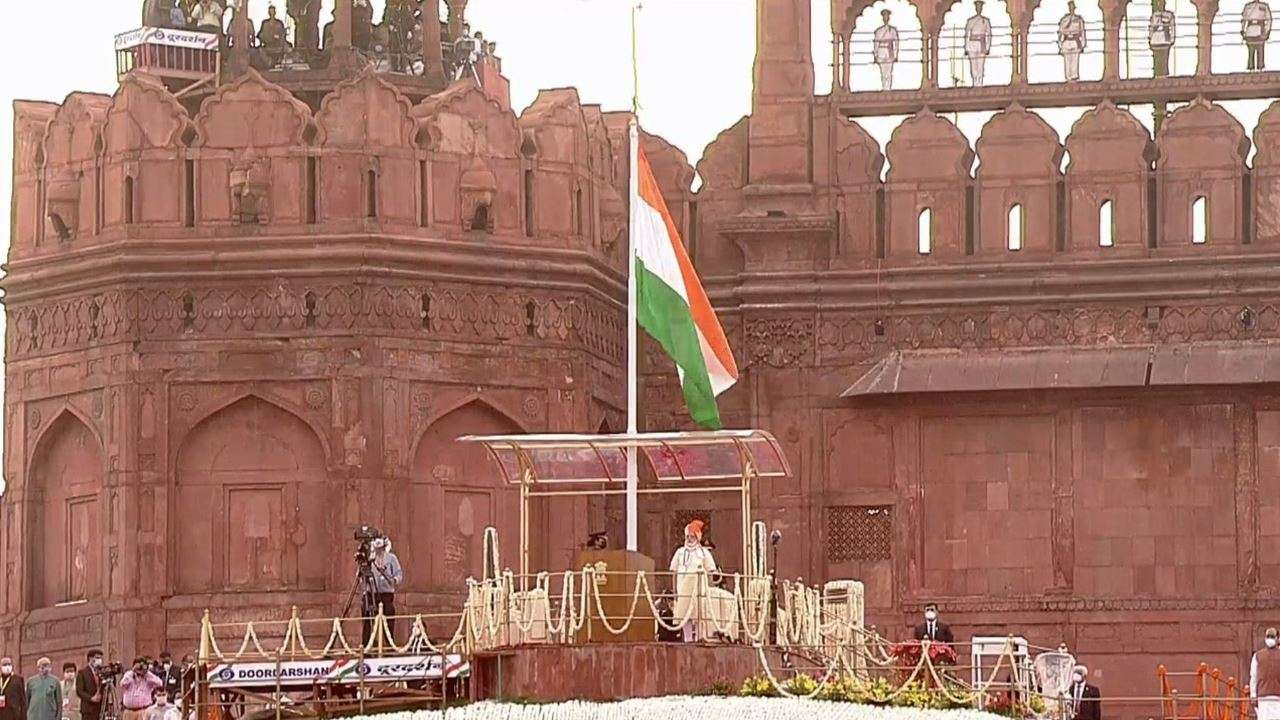 PM Narendra Modi unfurls Tri-Colour from Red Fort in Delhi