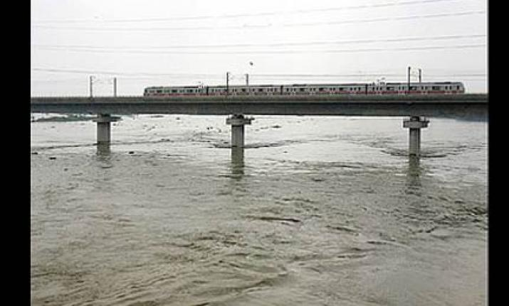 27 passenger trains cancelled due to closure of Yamuna bridge
