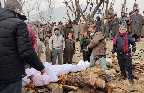 Muslims Help Perform Last Rites of Kashmiri Pandit in Pulwama: Jammu and Kashmir
