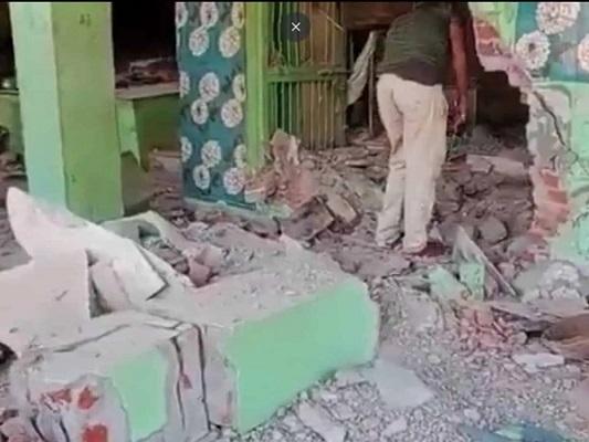 hindutvamilitantsdemolishdargahusinggunpowderinmadhyapradesh: