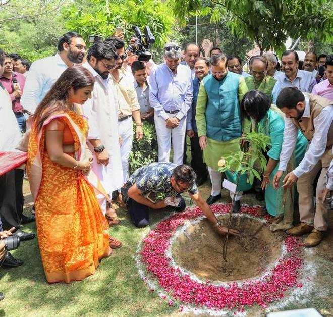 Prakash Javdekar urges people to plant saplings