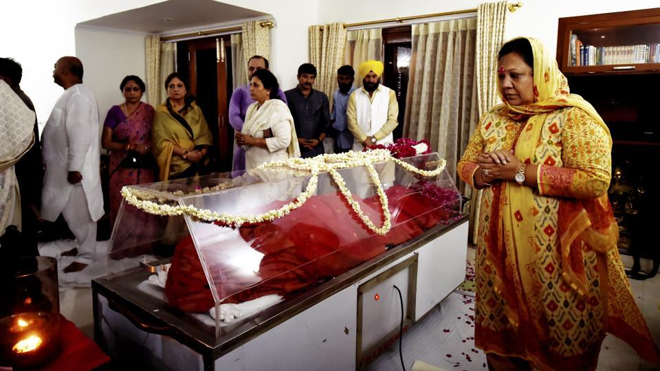 Leaders pay tribute to Sushma Swaraj at her residence in New Delhi