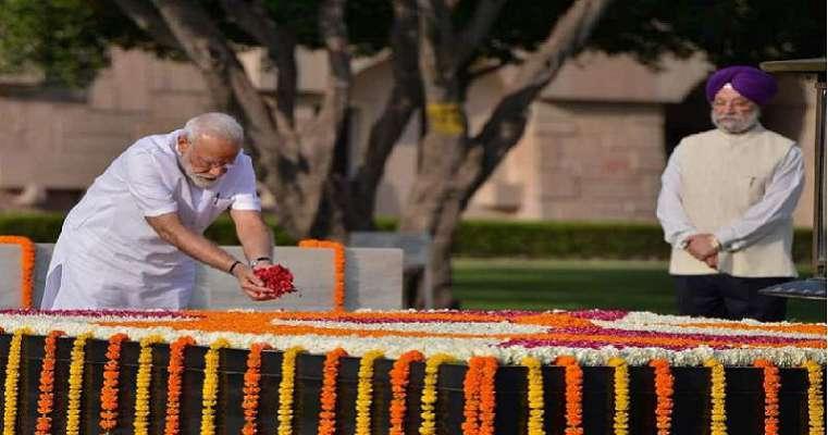 Ahead of swearing in, Modi pays tributes to Gandhi, Vajpayee