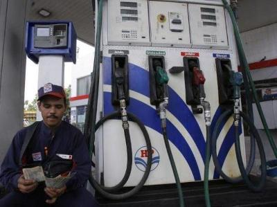 UP Petrol pump owners calls off strike after meeting with DM