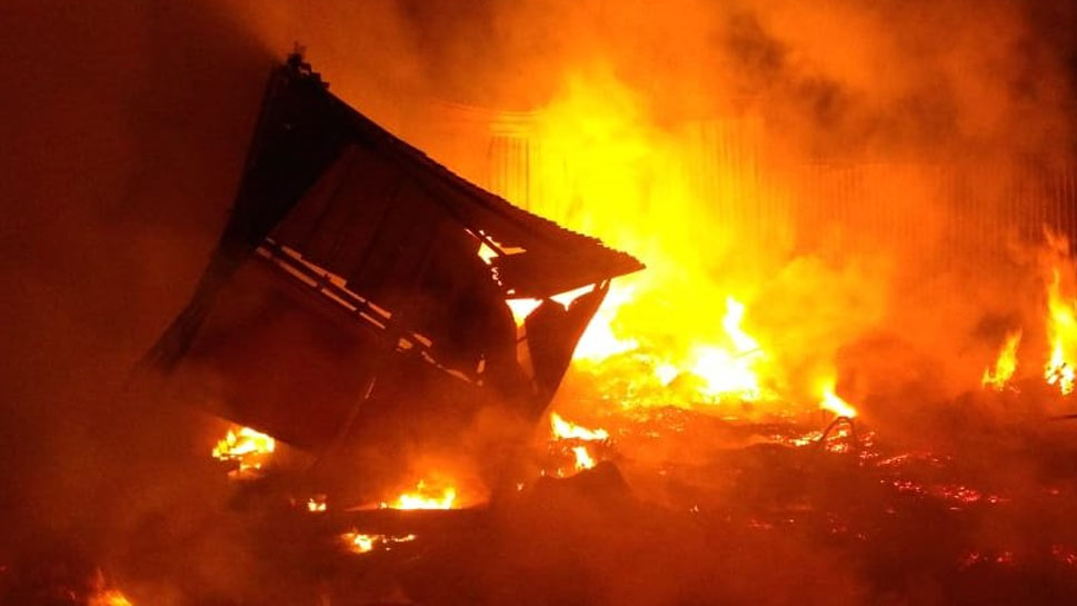 Major fire breaks out at godowns in industrial area in Mumbai