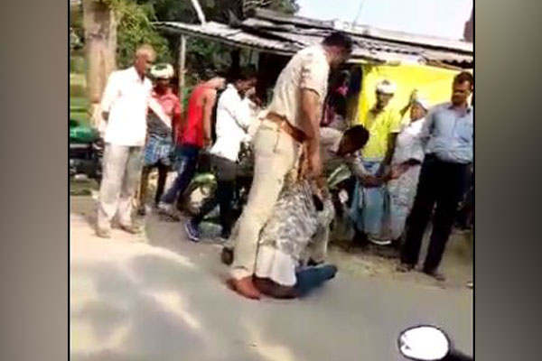 For Humiliating Bike Rider Two  Policemen Suspended In Uttar Pradesh