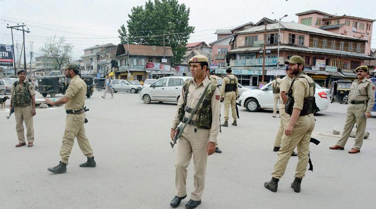 valley-under-shut-down-as-hurriyat-calls-march-to-tral