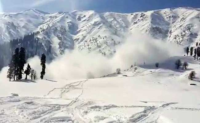 Weather warning issued in avalanche prone areas in Kashmir