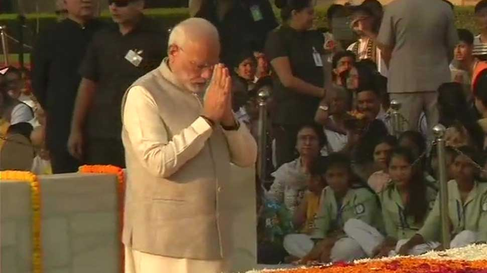 Nation pays homage to Mahatma Gandhi on his 149th birth anniversary