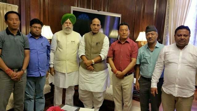 Delegation comprising GJM leader Roshan Giri & Union Minister SS Ahluwalia meet Rajnath Singh